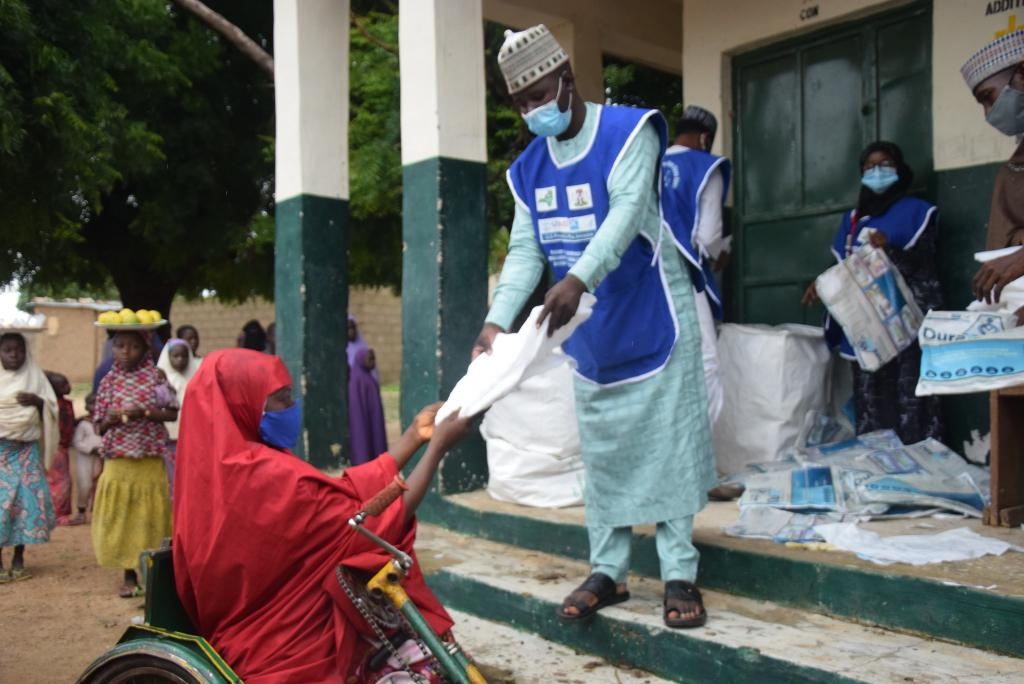 A health worker helps hand out bed nets at a distribution site. While taking COVID-19 precautions, health workers hand out long-lasting insecticide treated bed nets provided by PMI and partners.        Bed nets are an effective strategy to reduce malaria infections because the specific type of mosquito that carries the infection-causing parasite typically bites in the night time. Mass distribution campaigns effectively reach the most hard-to-reach populations by reducing accessibility barriers.     Photo by GHSC-PSM, 2020
